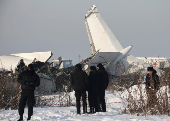 AVIAO-CAI-559x400 Avião com 100 pessoas cai no Cazaquistão e deixa mortos