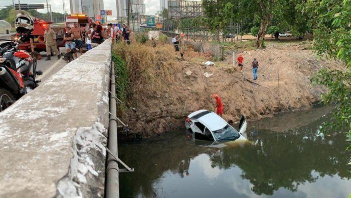 acidente-br-230-morte-700x394 Homem morre após capotar carro e cair com veículo em rio, em João Pessoa