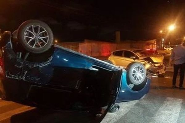 acidente_bessa-599x400 Carro capota após colidir com outro veículo em João Pessoa