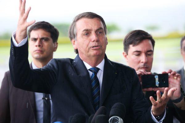 antcrz_191219a81t32404985-600x400 Bolsonaro pede que Congresso amplie posse e porte de armas