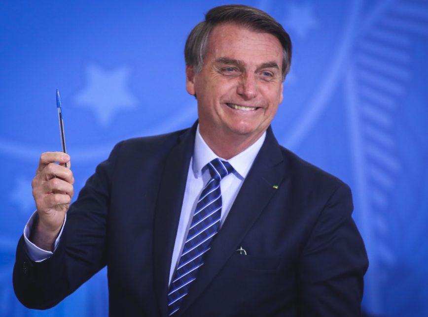 bolsonaro.caneta.29.ago_.2019.sergio.lima_-868x644-1 Brasil está quebrado e eu não consigo fazer nada, diz Bolsonaro