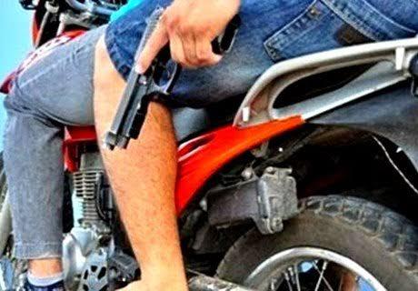 dupla-de-moto-mata-homem Homem é assassinado a tiros por dupla em moto em São João do Tigre
