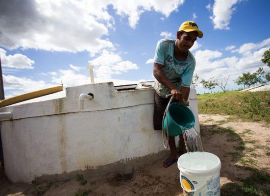 """MAIS-ÁGUA-NO-CAMPO""""-Anna-Lorena-fecha-2019-com-mais-de-12-milhões-de-litros-d'água-entregues-às-comunidades-2-551x400 Monteiro é beneficiada através de convênio e é contemplado com 95 cisternas"""