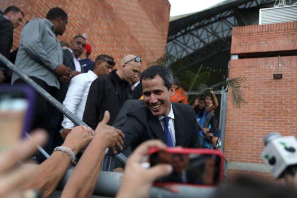 2020-01-07t222709z_1182717320_rc2abe9flbrz_rtrmadp_3_venezuela-politics-600x400 Juan Guaidó convoca manifestações para os próximos dias na Venezuela