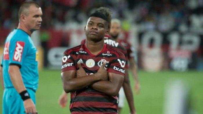 5dc4cf0654280-700x394 Real Madrid tem preferência por atacante do Flamengo, diz site