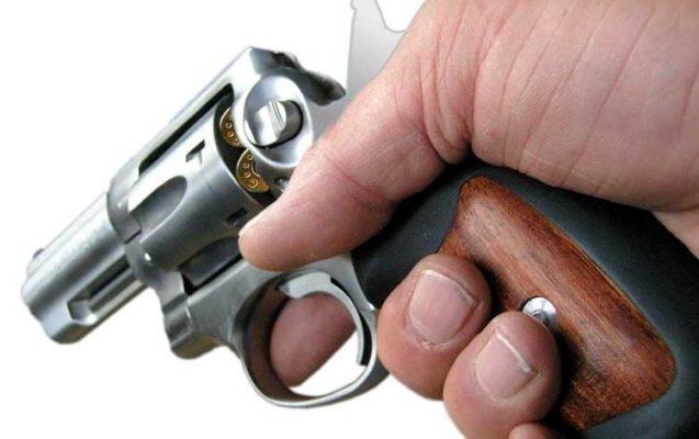 Arma-na-mão-2-637x400 Justiça suspende medida da Polícia Rodoviária Federal que flexibiliza  punição ao transporte de armas