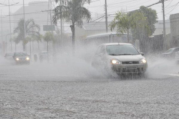CHUVAS-FORTES-1-599x400 Governo disponibiliza R$ 90 milhões para regiões atingidas por chuvas