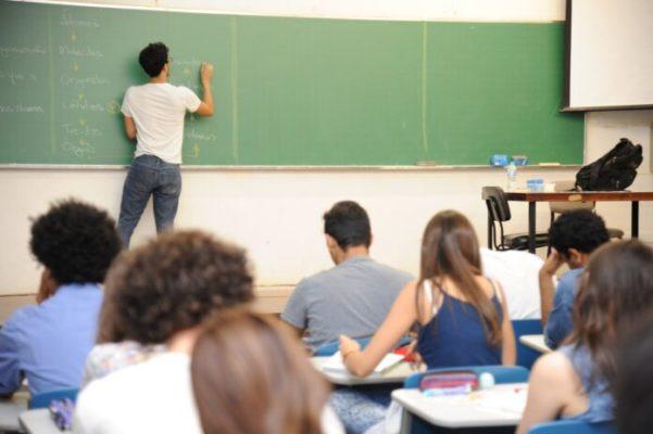 UEPB-AULAS-601x400 UEPB seleciona professores de Inglês, Espanhol e Francês