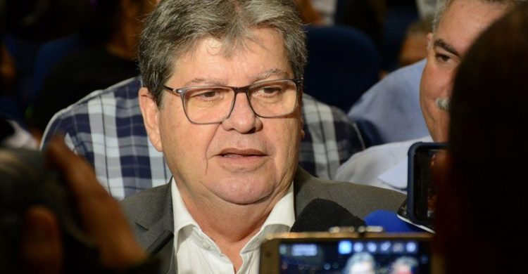 joao26 João assina ordens de serviço e autoriza obras de adequação do abatedouro de Monteiro