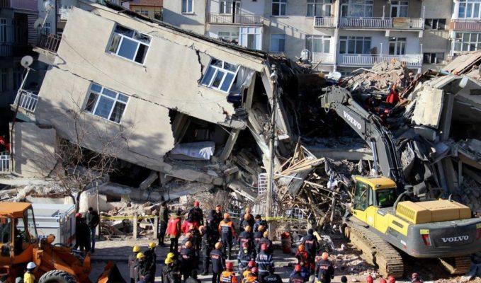 terremoto-679x400 Número de mortos em terremoto na Turquia aumenta para 29