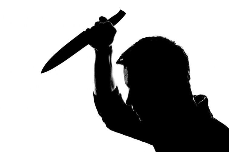 FACA-FIGURA Moradora de rua é morta a facadas em estacionamento de supermercado, em João Pessoa