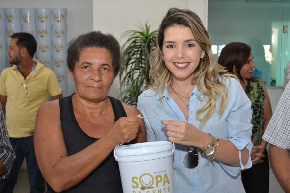 Sopa-da-Gente Em Monteiro: Programa Sopa da Gente realiza entrega de cartões aos beneficiários.