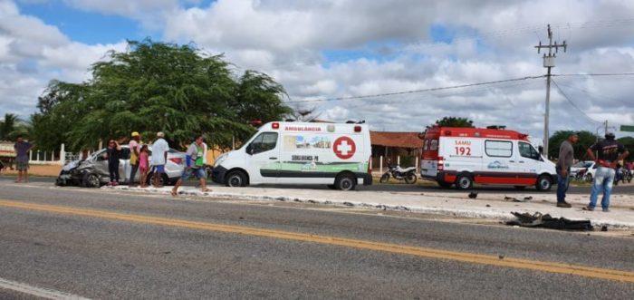 acidente-700x331 Acidente envolvendo três veículos deixa dois feridos em Serra Branca