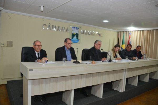 """camara-de-monteiro-600x400 Com """"Mensagem do executivo"""" e reflexão espiritual, Câmara de Monteiro realiza primeira sessão ordinária de 2020"""