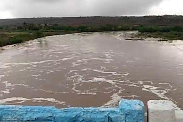 chuvas12-599x400 Chuva faz rios transbordarem no Cariri da Paraíba