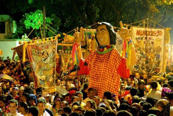 folia-de-rua-2-599x400 Estado altera expediente nas repartições no dia das Muriçocas e no Carnaval