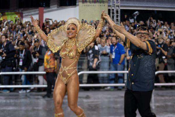 gavioes-da-fiel-marcelo-brandt-g1-g1-04215-600x400 Rainhas e musas ousam no Carnaval do Rio e SP; veja FOTOS