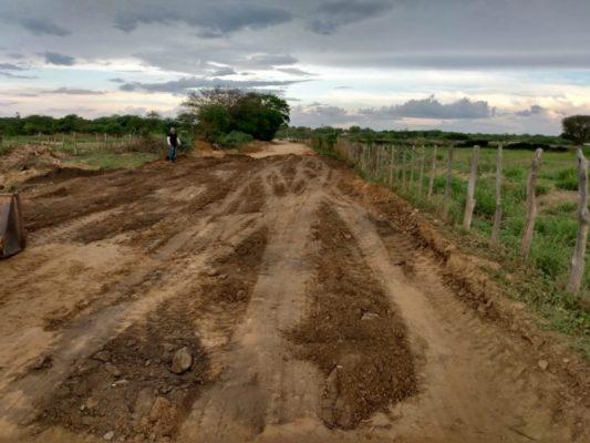 img_202002141919RKMO-533x400 Secretaria de Agricultura de Monteiro realiza manutenção de estradas na zona rural