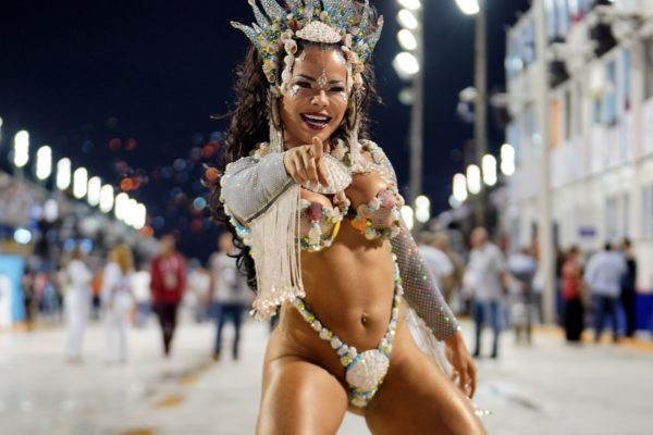 raina-600x400 Rainhas e musas ousam no Carnaval do Rio e SP; veja FOTOS
