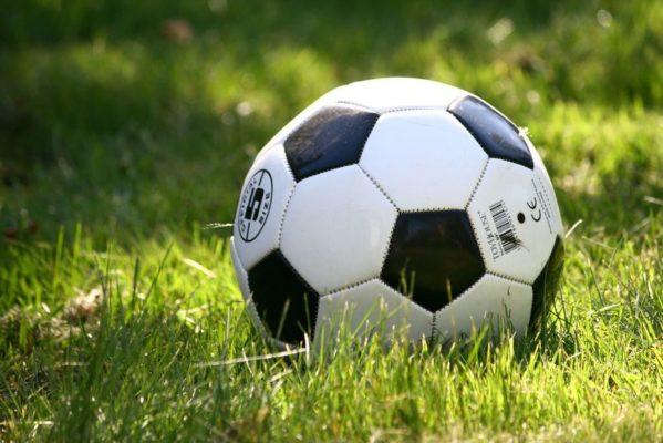 bola-599x400 Copa Dr. Chico de Futebol: 4ª rodada é realizada e disputa pela classificação fica ainda mais acirrada