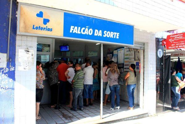 casa_loterica_foto-walla_santos-599x400 Bolsonaro decreta reabertura de casas lotéricas no país