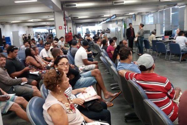 demora_atendimento_-_caixa_economica_internauta_2-599x400 Bancos descumprem orientação para evitar aglomerações e Sindicato denuncia caos nas agências