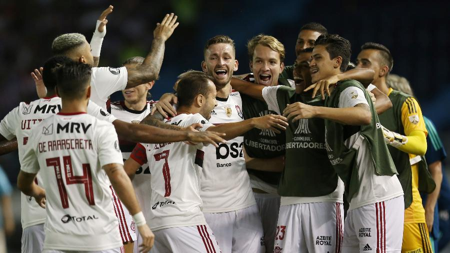 jogadores-do-flamengo-comemoram-gol-de-everton-ribeiro-contra-junior-barranquilla-1583370483056_v2_900x506-700x394 Jesus lembra desfalques e elogia atuação do Flamengo: 'Saio satisfeito'.