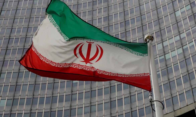 IBANDEIRA Irã: navios de guerra dos EUA serão destruídos se ameaçarem no Golfo