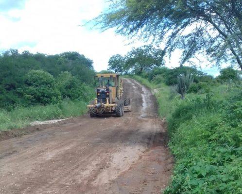 IMG-20200402-WA0111-498x400 Prefeitura de Monteiro realiza manutenção da estrada do Sítio Pitombeira