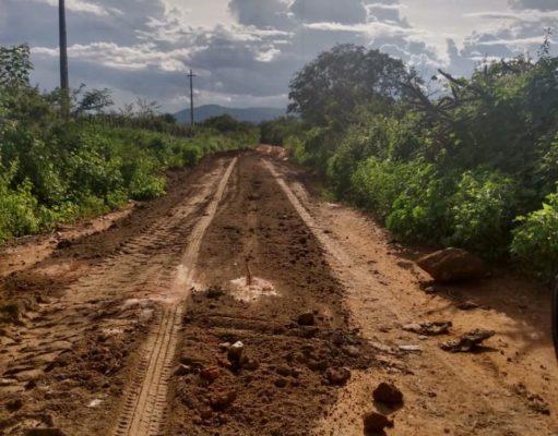 Prefeitura-de-Monteiro-continua-realizando-recuperação-de-estradas-no-município-3-511x400 Prefeitura de Monteiro continua realizando recuperação de estradas no município