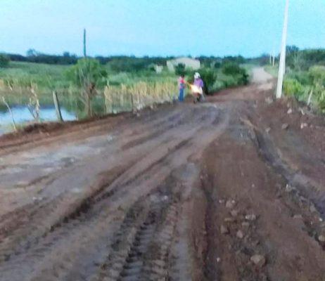 Prefeitura-segue-realizando-manutenção-de-estradas-e-beneficia-mais-comunidades-2-462x400 Prefeitura segue realizando manutenção de estradas e beneficia mais comunidades