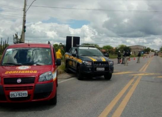 barreiras Governo do Estado monta barreira sanitária na entrada de Monteiro