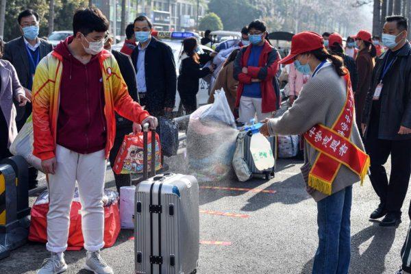 china07-1-600x400 China tem primeiro dia sem mortes por novo coronavírus