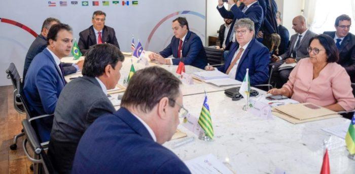 goves-e1587330758116-700x343 Governadores emitem carta conjunta contra Bolsonaro e a favor do Congresso