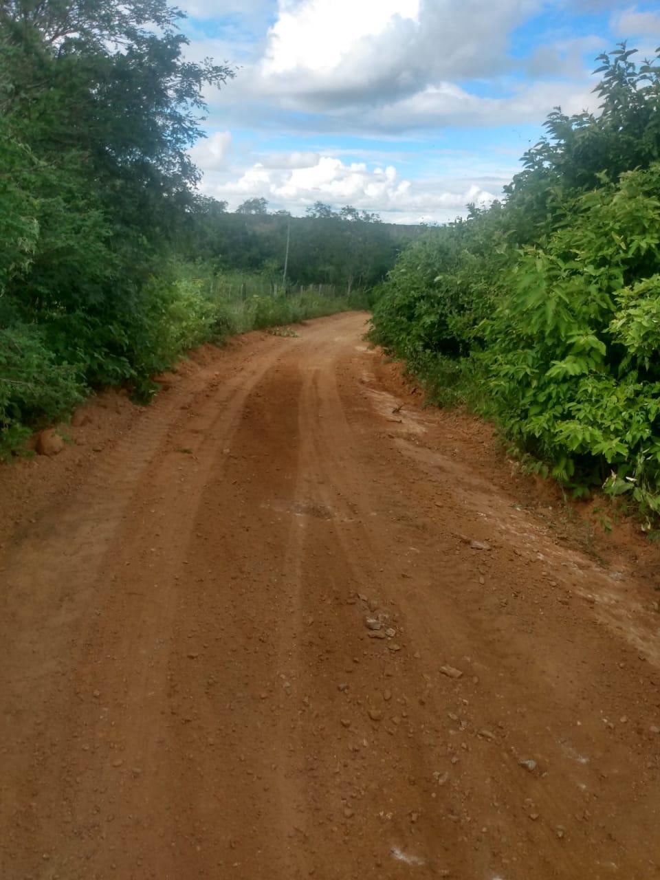 """Novos-Caminhos. Novos Caminhos"""": Prefeitura recupera estradas da Cachoeirinha, Barreiros, Quixaba, Tamanduá, São José e Extrema"""