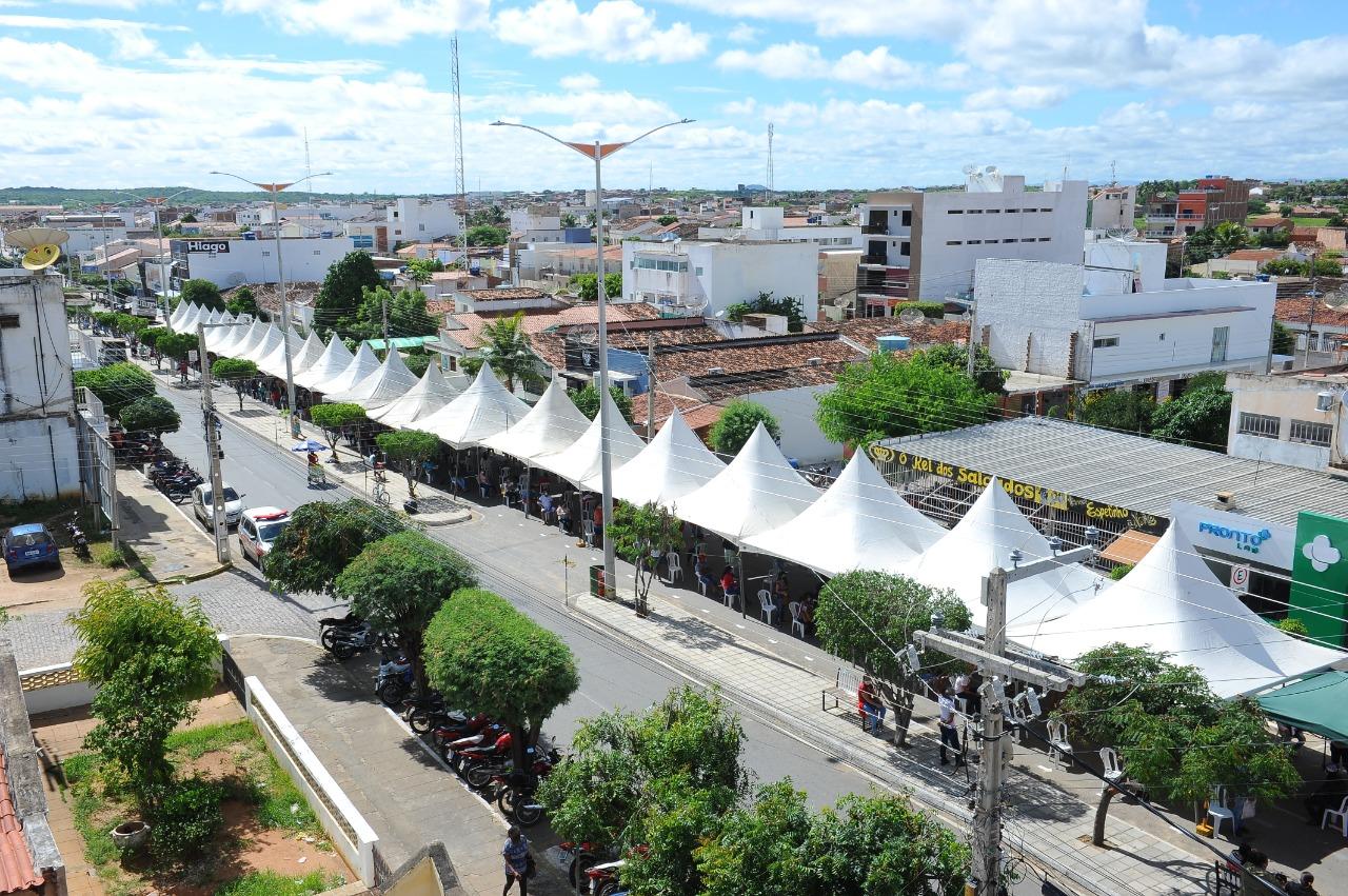 Organização-de-filas-com-auxílio-da-Prefeitura-de-Monteiro-é-elogiada-por-usuários-da-CEF-1 Organização de filas com auxílio da Prefeitura de Monteiro é elogiada por usuários da CEF