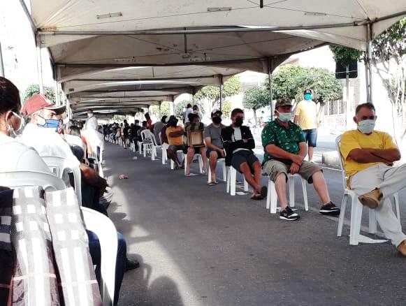 Organização-de-filas-com-auxílio-da-Prefeitura-de-Monteiro-é-elogiada-por-usuários-da-CEF-4 Organização de filas com auxílio da Prefeitura de Monteiro é elogiada por usuários da CEF