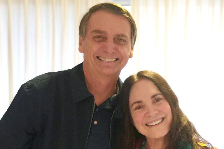 Regina-Duarte-Bolsonaro-e1589980508429 Bolsonaro anuncia saída de Regina Duarte da secretaria de Cultura