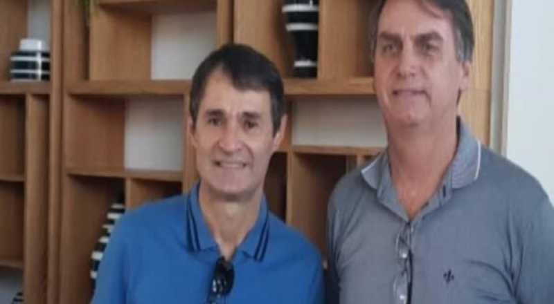 """romero-bolsonaro Bolsonaro cumprimenta prefeito de Campina por anunciar protocolo da cloroquina: """"Mais um ponto aí pra você, Romero"""""""