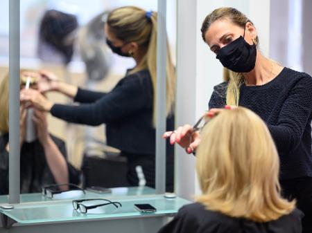 salao Bolsonaro inclui salão, barbearia e academia como 'atividades essenciais'