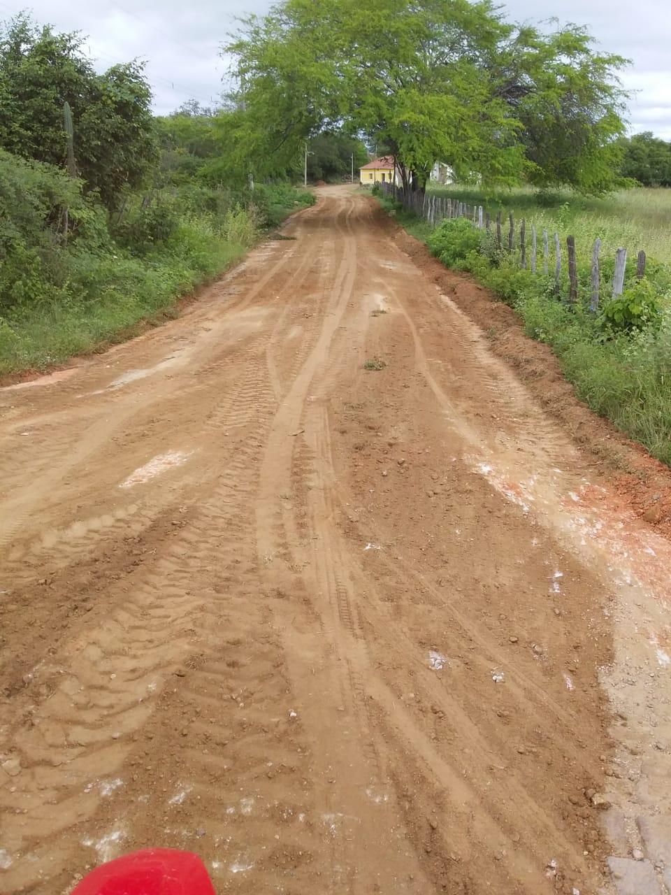 "Novos-Caminhos""-Prefeitura-de-Monteiro-recupera Novos Caminhos"": Prefeitura de Monteiro recupera estradas vicinais de 10 comunidades rurais"