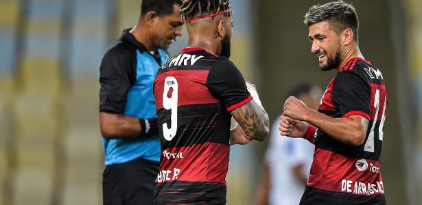 FLA Flamengo vence Bangu e vai à semi na volta do futebol com silêncio no Rio