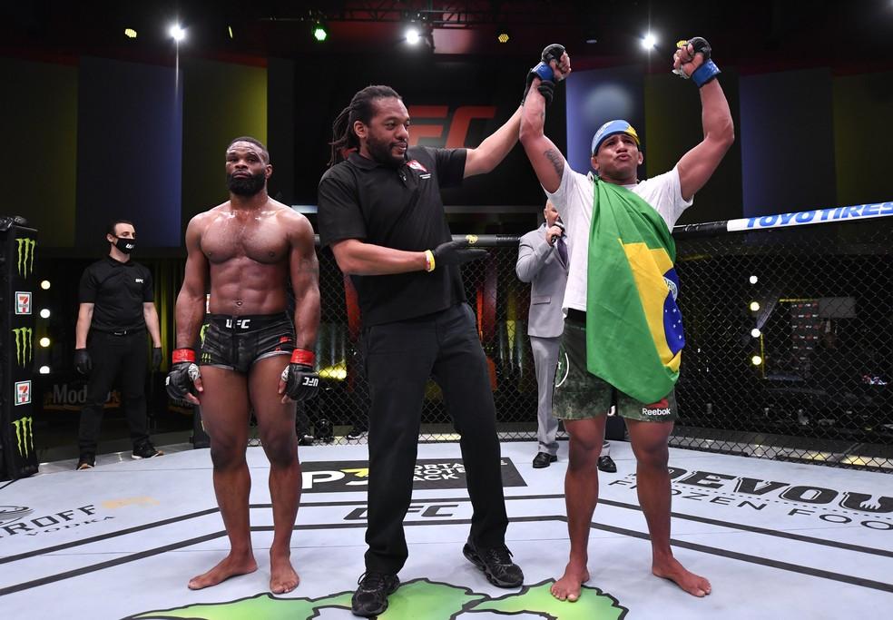 durinho Com atuação de gala, Gilbert Durinho vence Tyron Woodley no UFC e pede disputa de cinturão