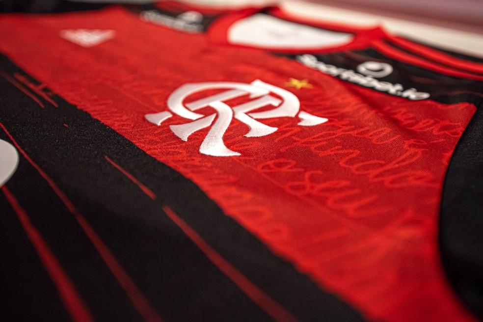 fla-camisa Flamengo tem trunfo para equilibrar as finanças: R$ 53 milhões de antigas transferências