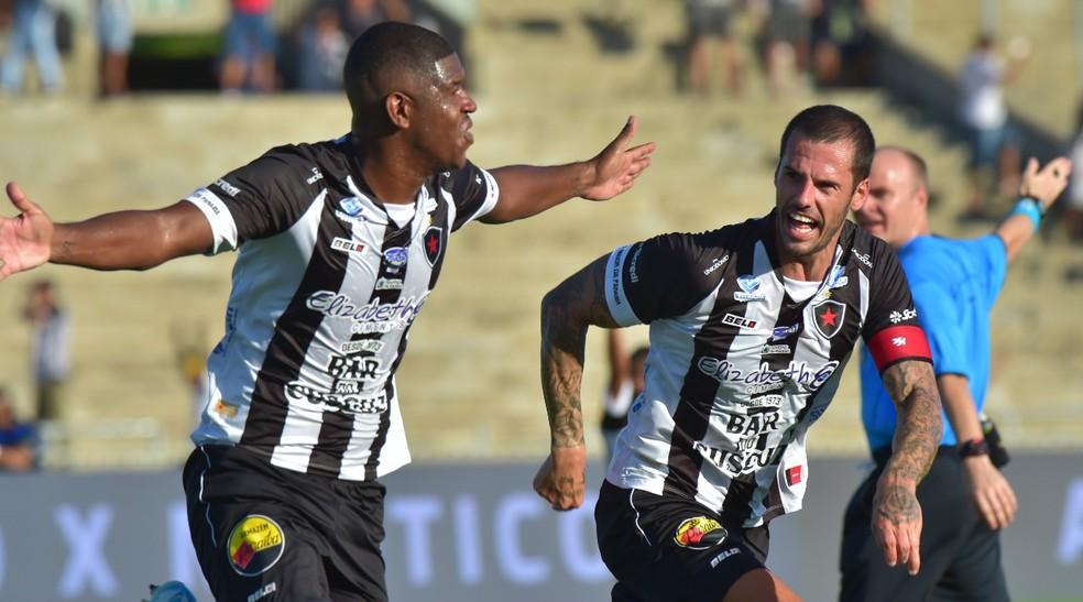 BOT Botafogo-PB x Vitória: veja prováveis escalações, desfalques e arbitragem