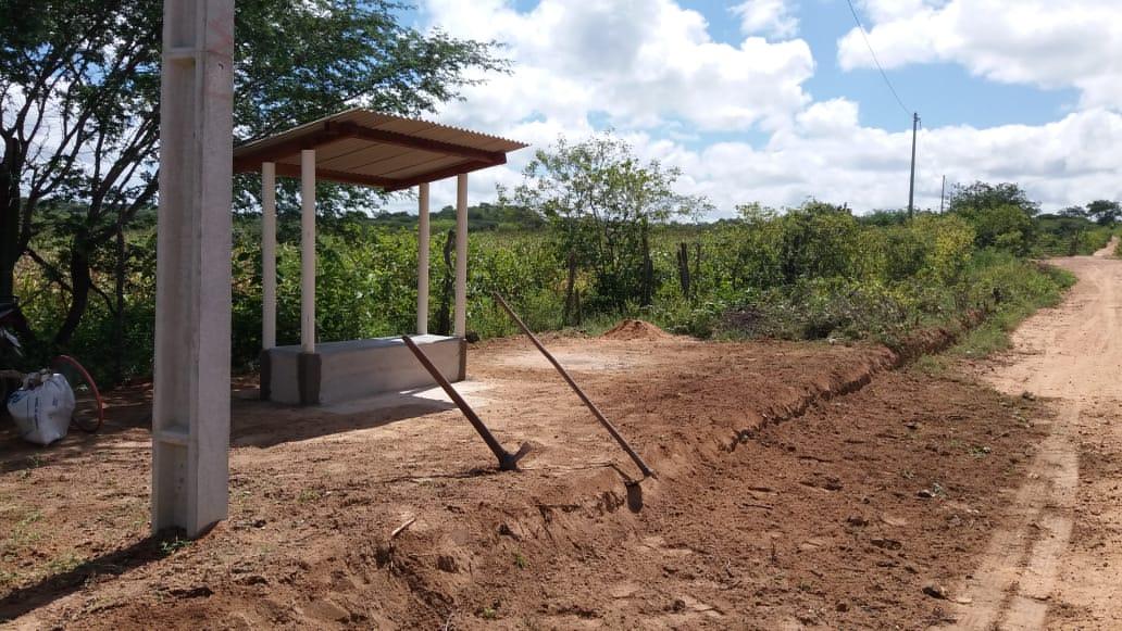 WhatsApp-Image-2020-07-04-at-09.10.34 Pré-candidato a vereador realiza construção de parada de ônibus em Amparo