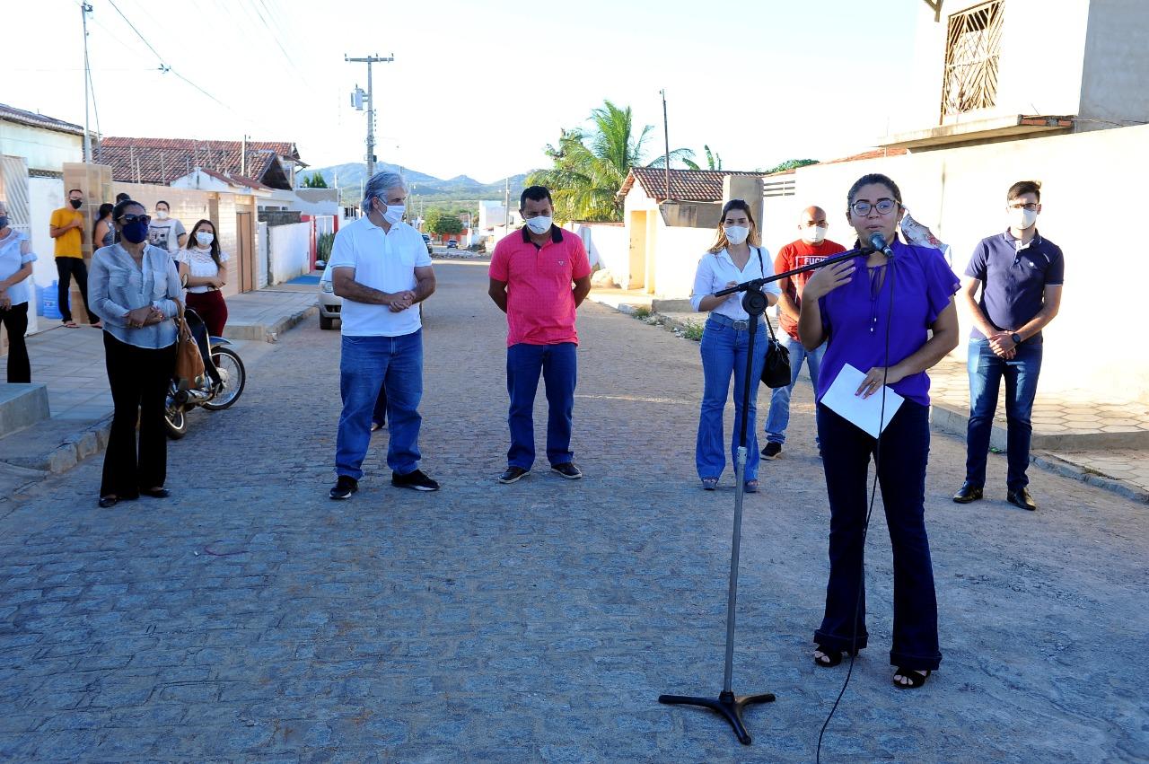 Anna-Lorena-entrega-mais-uma-etapa-de-ruas-pavimentadas-em-Monteiro-1 Anna Lorena entrega mais uma etapa de ruas pavimentadas em Monteiro