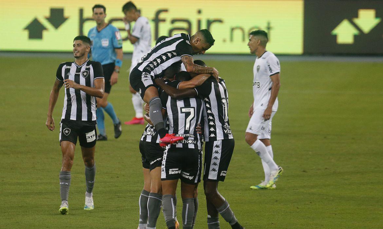 BOTAFOGO Botafogo vence Atlético-MG, que perde a liderança do Brasileiro