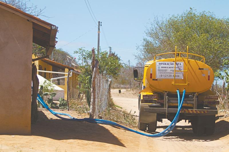 Carros-Pipa-abastecem-262-Cisternas-e-garantem-acesso-à-água-potável-na-zona-rural-2 Carros Pipa abastecem 262 Cisternas e garantem acesso à água potável na zona rural de Monteiro
