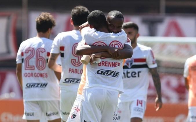 SP-JOOGO BRASILEIRÃO: São Paulo encosta na liderança e Santos cai na Vila diante do Flamengo